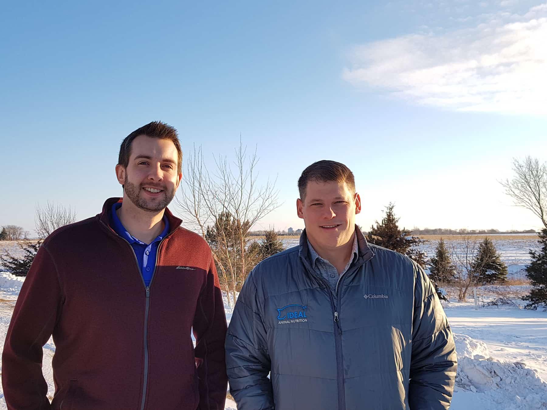 Jeff Knott, PhD (balra) és Simon Kern, MS az Ideal Animal Nutrition munkatársai